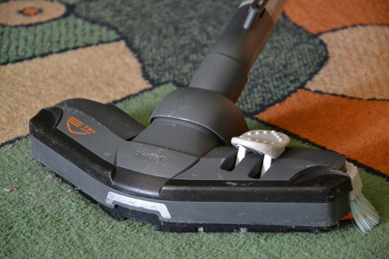 cleaning-carpet-vacuum